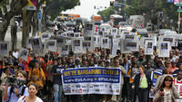 la-me-ln-workers-protest-bank-deals-city-20140701